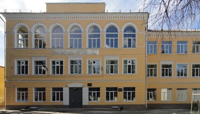 Крышу школы №33 вЯрославле отремонтировали наденьги прежнего школьника