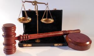 Саратовского учителя оштрафовали на 50 000 рублей за ЧП на уроке