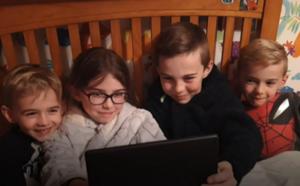 Педагоги в Великобританиичитают детям сказки на ночь через Фейсбук