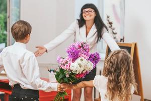 Дарить, недарить— каким должен быть презент для учителя