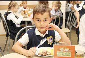 В петербургских школах запретят чипсы, снеки и соки: они не вошли в региональный стандарт питания