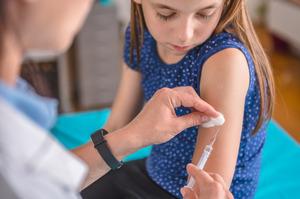 21 подросток получил прививку от COVID-19