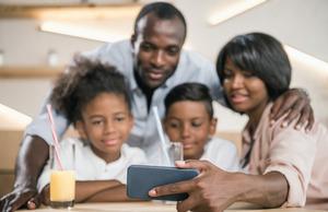 Учитель изАфрики организовал школу вчате WhatsApp