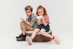Родители ослабили контроль за гаджетами детей, показало исследование
