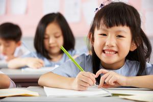 Китайские школы открывают продленку, чтобы поддержать политику трех детей
